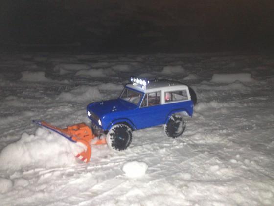 Tamiya CC01 Ford Bronco mit Schneeschild