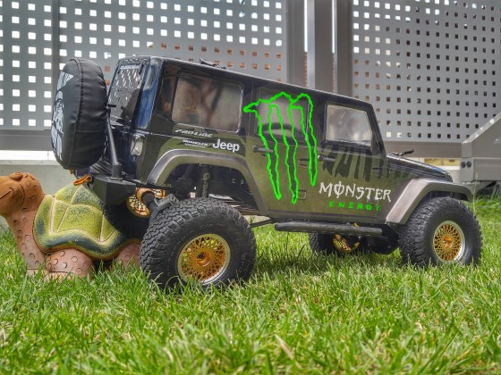 "Junior's SCX10 ""Monster Energy"""